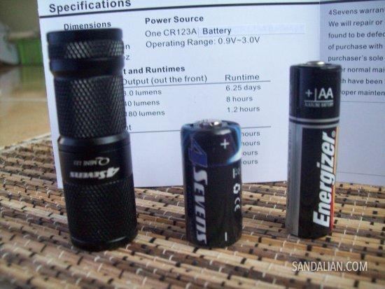 perbandingan dengan baterai AA