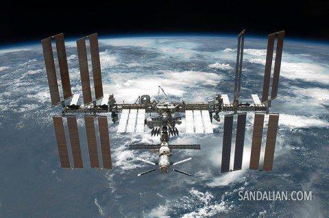 Melihat ISS dengan mata telanjang